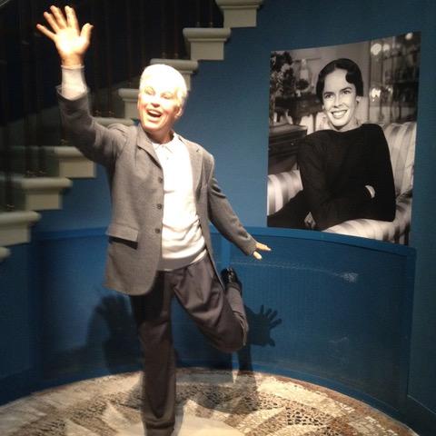 Chaplin nous accueillant dans son Manoir